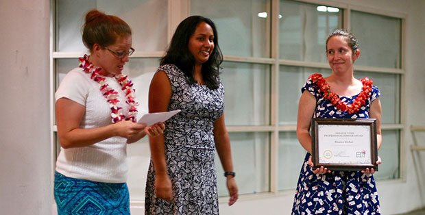 Eleanor Kleiber, right, receives the American Library Association Hawaiʻi Student Chapter's Sarah K Vann Professional Service Award. (Photo by Andrew B. Wertheimer)